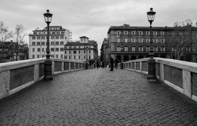 Italia Urban Scene Architecture B&w Black And White Bridge Bridge - Man Made Structure Building Exterior Built Structure City Italy Urban Walking Bridge