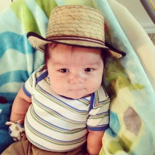 Somebody got a new hat and he loves it ?? Babyboy Babylife Supersolis13 Supersolisbaby chillen