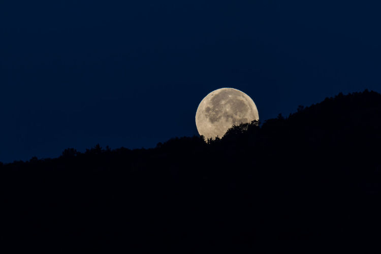Full Moon Astronomy Beauty In Nature Full Moon Full Moon Landscape Landscape_Collection Moon Moon Moon Shots Moon Surface Moon_collection Moonlight Mountain Mountain Range Nature Nature Photography Nature_collection Night Nightphotography No People Outdoors Planetary Moon Scenics Sunset Sunset_collection