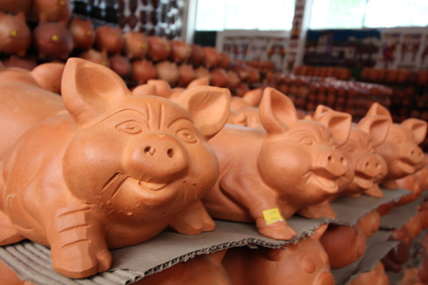 Crafts Market Piggy Bank Art Ceramic Ceramic Art Ceramic Art Craft Ceramics Clay Clay Art Clay Work Earthenware Focus On Foreground For Sale Handmade Pig Pottery Raquira Shelf