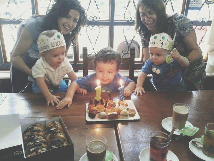Feliz cumpleaños a mis pequeños enanos.