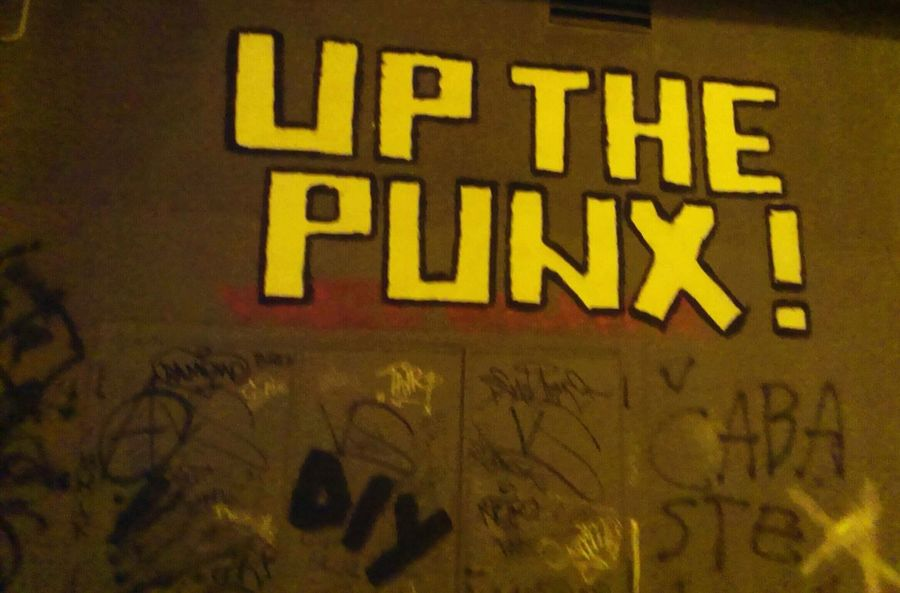 up the mondays https://youtu.be/pM5WgXG_6dE Street Art Notes From The Underground Walking Around Rebellious Shed Your Skin Monday.... Thinkin' Of You 😉💕 Streetphotography Punk Is Not Dead Enjoying Life Discover Your City