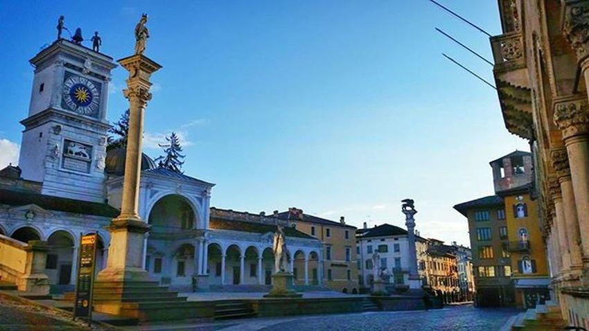 Waking up Udine City Cityscape Sunrise Sun Shadow Winter Architecture Historic Tower Travel Fvglive Igfriends_friuli Ig_udine LOVES_UNITED_FRIULI Loves_friuliveneziagiulia Castle Volgoudine