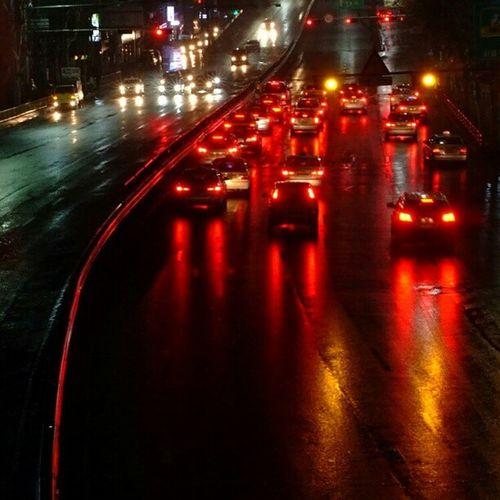 . 비오는 밤의 불타는 도로 Burning road on a rainy day Korea Seoul_korea Fujifilm S5pro city night car road reflection instagood instamood picoftheday robin_viewpoint