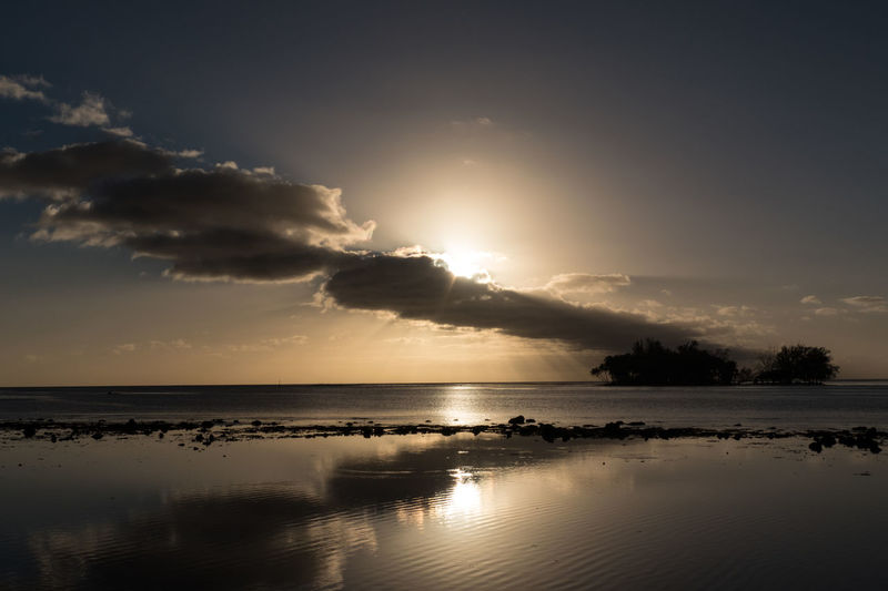 Cloudscape Islands Lifestyle Sun Rays Through The Clouds Sunset_collection Tahiti ❤ Tahitian Sunset Travel Photography Clouds And Sky Coral Reef Coral Reefs Island Motu Sun Rays Sunset Tahiti Water