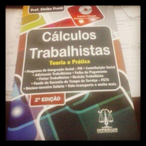 Agora essa será minha leitura diária 500p áginas C álculos Trabalhistas Lerateficarcomdordecabeca éoquehá : ))