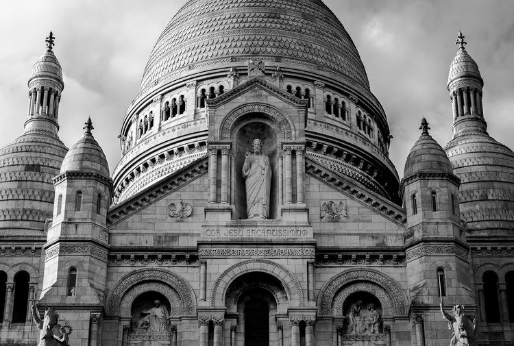 Architecture Dome Building Exterior Built Structure Travel Destinations History Travel City No People Low Angle View Sky Arch Outdoors Day Church Paris Basilica Montmartre Religion Travel Blackandwhite Black And White Black & White Bnw The Architect - 2018 EyeEm Awards Capture Tomorrow The Architect - 2019 EyeEm Awards