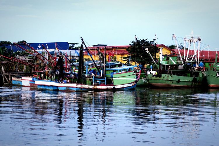 Boats Harbor Life Man Versus Nature No People Outdoors Transportation Travel Traveling Water Waterfront Work