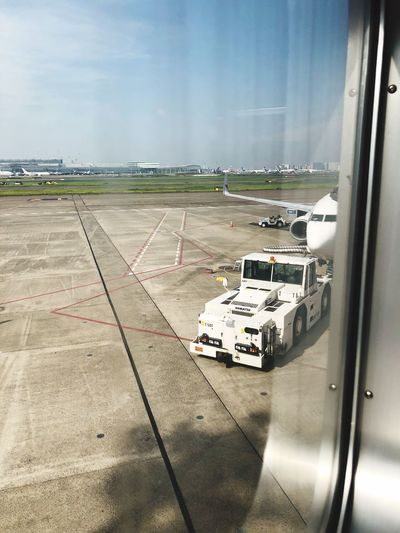 東京 -> 神戸 Haneda Airport Skymark Airlines Skymark Mode Of Transportation Transportation Land Vehicle Glass - Material Motor Vehicle Car Day