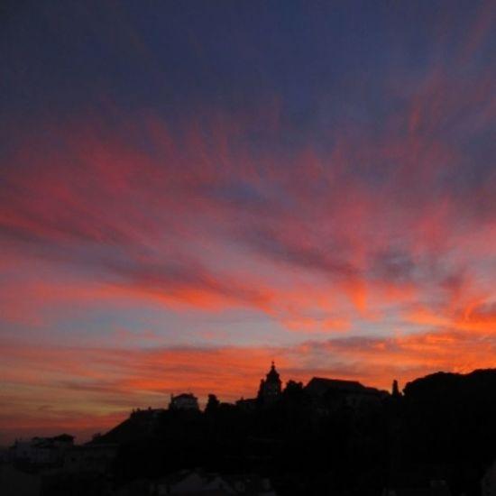 il momento in cui astro scompare sotto l'orizzonte... Relaxing Sun Set Jornalistasdeimagens Lisboalive