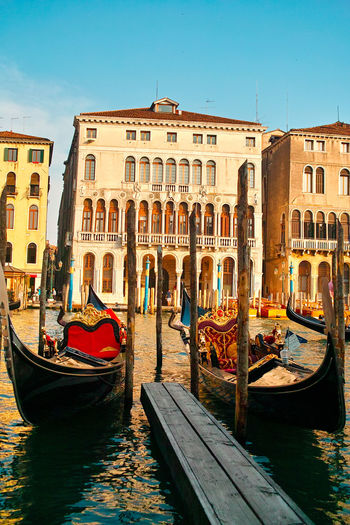 Architecture Boat Canal Gondola - Traditional Boat Gondole In Venice Landsape Transportation Travel Destinations Water