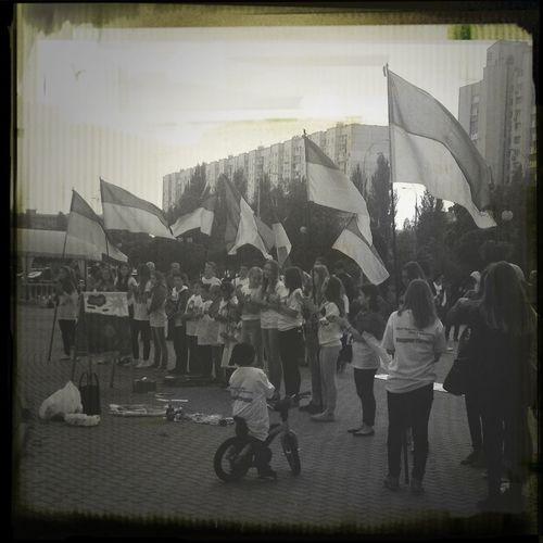 Флешмоб в поддержку молодёжи востока Украины украина Киев патриотизм