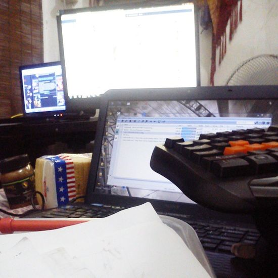 Working station! Hunterxhunter Facebook Torrent tch -_-