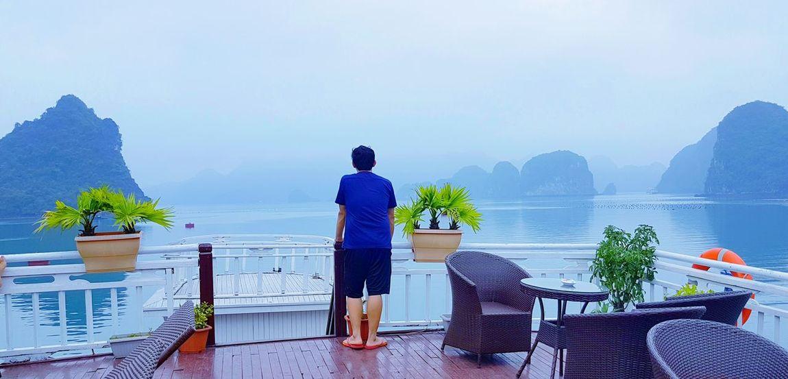 Morning Cruise @ Halong Bay An Eye For Travel Metime Nature Naturephotography Morning Tranquility Cruise Halong Bay Vietnam One Man Only Nature Vacations Sea Sky