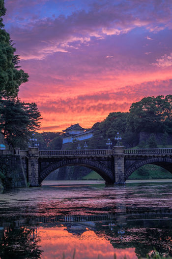 Imperial Palace at dusk from Niju-bashi Bridge, Tokyo Tokyo Imperial Palace Japan 夕焼け Atardecer Clouds And Sky 皇居 二重橋 Japan Japanese Style Japan Photography