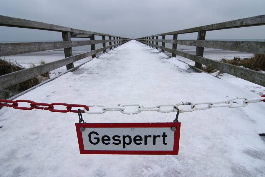 Closed. Photograph (c) 2011 Kay-Christian Heine Caution Sign Closed Einfahrt Verboten Footbridge Gesperrt Gesperrt Jetty Locked Out LockedOut Pier Road Closed Schild Schnee Seebrücke Sign Signs - Warnings Slippery Snow Sperrschild Steg Symbolic  Verbotsschild Warning Sign Warnschild Winter