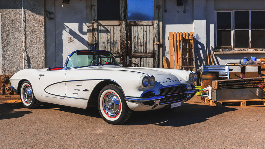 Chevrolet Corvette Cabrio Mode Of Transportation Transportation Car Motor Vehicle Land Vehicle Built Structure Architecture Building Exterior Day City Sunlight Vintage Car No People Retro Styled Street Stationary Nature Outdoors Road Luxury Garage Chevrolet Corvette Cabriolet