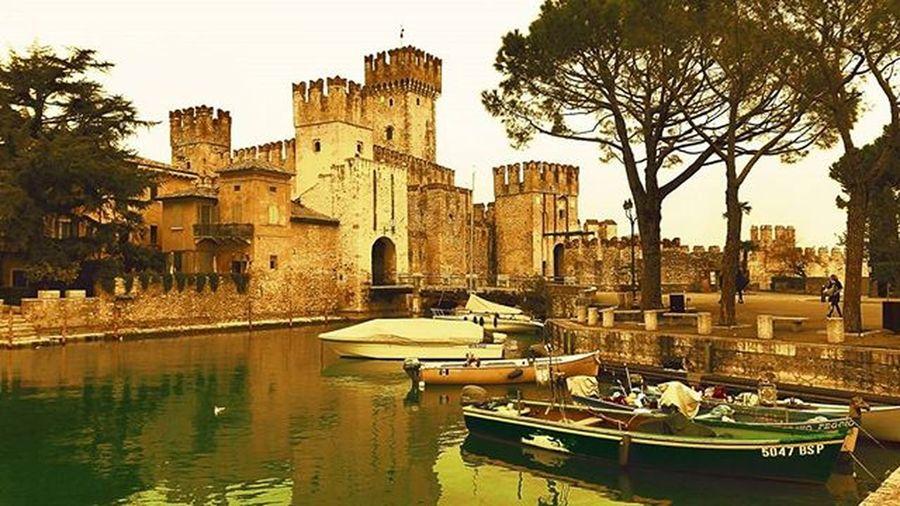 Maststyle Sirmione Gardalake Italy Italianstyle Relax Castle Lago Wildandfree Lagodigarda Lake Feelinggood Goodvibes