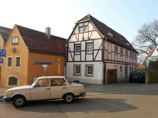 Was ist eigentlich älter, Fachwerkhäuser oder die Technik vom Wartburg? Richtige Antwort: Deine Mutter.