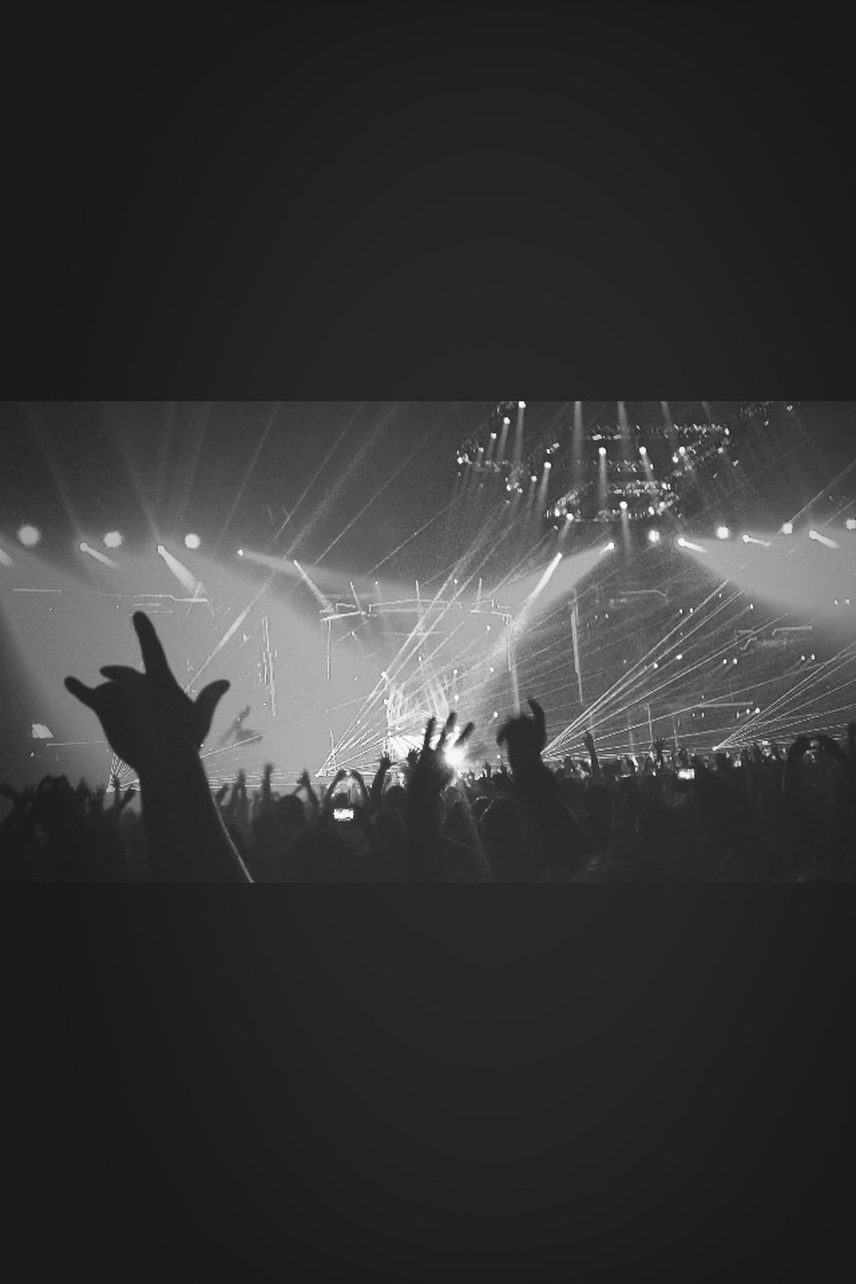 night, illuminated, lifestyles, leisure activity, men, silhouette, arts culture and entertainment, performance, enjoyment, event, unrecognizable person, large group of people, person, togetherness, fun, crowd, celebration, nightlife