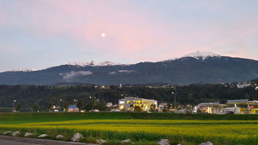 And... Snow again!!!! ❄⛄😊Snow First Snow Montagne Getting Inspired Nature Moon Moonlight Pinky Clouds :3 Innsbruck Nature Photography