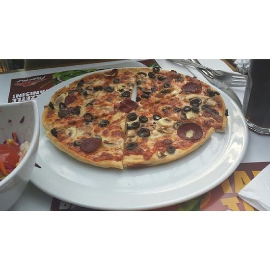 Pizza Hungry Eat Ate food yummy delicious 20likes likeforlike likealways perfect good instalike instafollow followme like