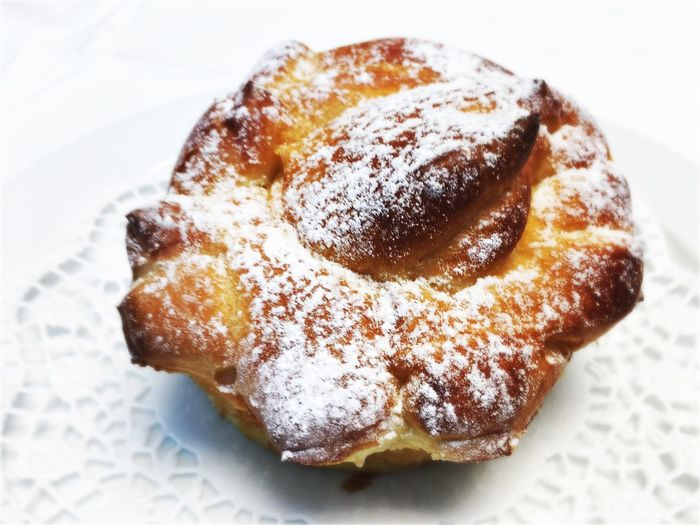 Sweet Food Food And Drink Dessert Food Indulgence No People Baked Freshness Close-up Ready-to-eat Powdered Sugar Donut Indoors  White Background Day Ägeri Rose Vanillegebäck Vanilla