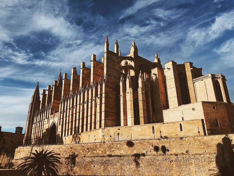 Palma de Mallorca, Spain Catedral De Santa Maria Cathedral Church Mediterranean  Palma Cathedral Palma De Mallorca SPAIN Sightseeing Ancient Civilization Architecture Blue Sky Building Building Exterior Built Structure Day History Low Angle View Outdoors Place Of Worship Religion Sky Spirituality Travel Travel Destinations