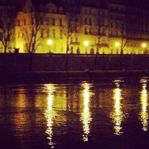 Paris Lanuit Laseine