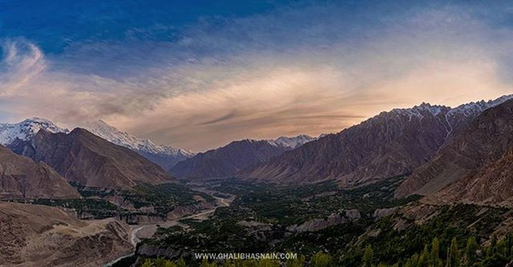 Hunza Valley Hunza Valley Gilgitbaltistan Pakistan Goldenhour Sun Dramalight Mountains Nagar Tour2015 @our_beautiful_country_pakistan @travelbeautifulpakistan @picsofpakistan @humansofhunza@bestnatureshot Dawndotcom @islamic_republic_of_pakistan Ghalibhasnainphotography Ghalibhasnain