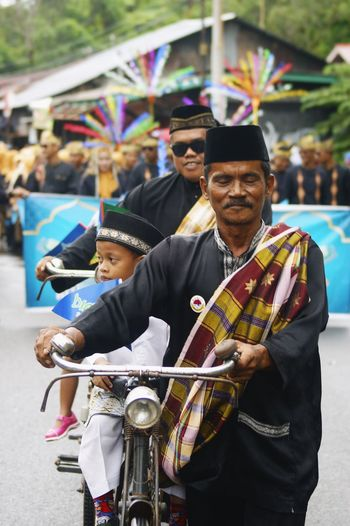 Bintan Carnival Traditional Culture Classic Style Classic Elegance Culture Cultural Heritage Cultures Culture Of Indonesia Culture And Tradition City Plucking An Instrument Performance Group Portrait Men Performance Street Performer Entertainment Occupation