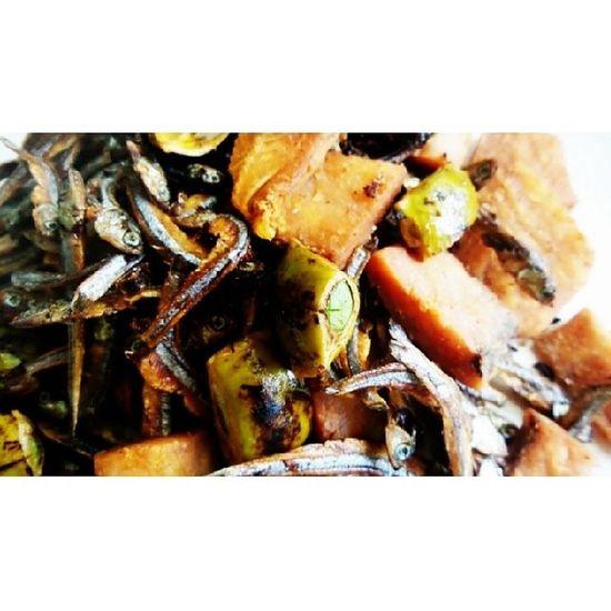 Teri, jambal & pete. Mulai sultan2 melayu, raja jawa hingga jelata doyan makanan ini. @acmiid @williamwongso @santhiserad @jasminenoor Localfood Localdelicacy Seleraasal Culinary discoverindonesia foodporn traditionalfood indonesia instanusantara