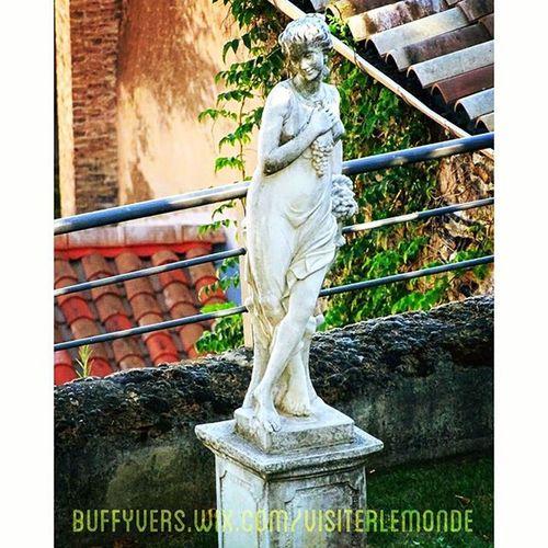 Une Statue à la Villaflorentine Lesterrassesdelyon Lyon vieuxlyon onlylyon fourviere villa hôtel restaurant prestige hauteur panorama couvent