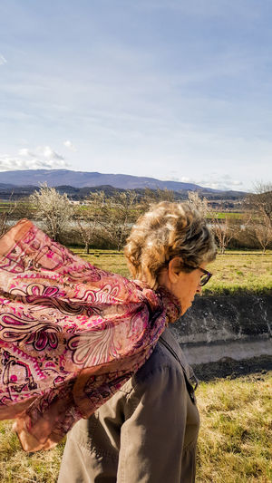 One Person People One Woman Only Nature Outdoors Mobilephotography Dreaming Travel Destinations Delphinegidoinphotography Provence Provenceessentials Travel Portrait Dreamy Poetry Mountain Range Senior Adult Scarf Wind Inspirational Durance
