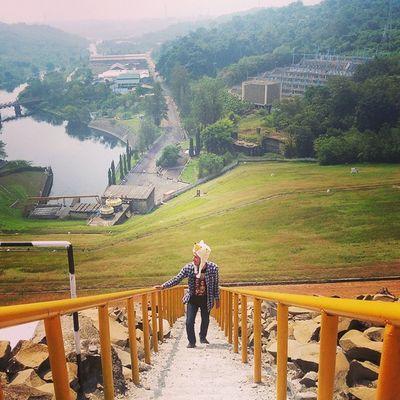Naik tangga udah, tinggal naik pelaminan.. Ridwanderful TravelingPakeReceh JarambahBandung DiBawahLangitBandung BandungIsMe