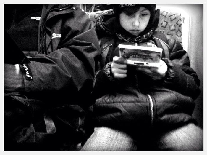 morning gamer at Bahnhof Berlin-Friedrichstraße Gleis 3 Morning Gamer