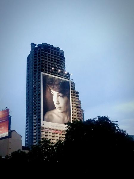 Apple advertising on towet BIG City Advertising Billboard Tower Sky Twilight Twilight Sky Bangkok Mobile Photography City Life Cityscape Facades Old Buildings Building Tree High Angle View Bangkok Thailand Metropolitan Thailand The Architect - 2016 EyeEm Awards Showcase : June