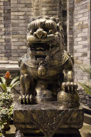 lion Representation Sculpture Art And Craft Statue Creativity Architecture Built Structure Human Representation Craft Day No People Building Religion Belief Focus On Foreground The Past Spirituality Mammal History