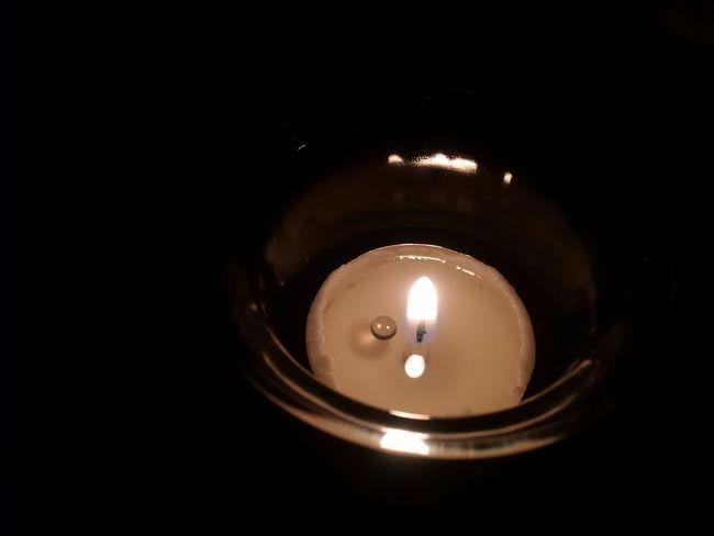 Original belassen: Kerze mit Tropfen in hohem Kontrast Z30