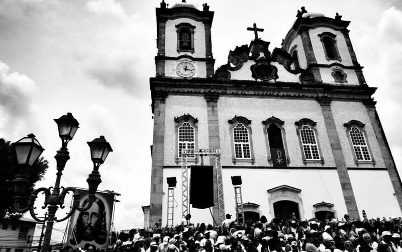 Igreja Senhor do Bonfim Church Iglesia Católica  Senhor Do Bonfim #Bahia Salvador Bahia Salvador Preto E Branco P&B Photography Photo Of The Day Architecture Built Structure Building Exterior Large Group Of People Outdoors Sky People Day Adult