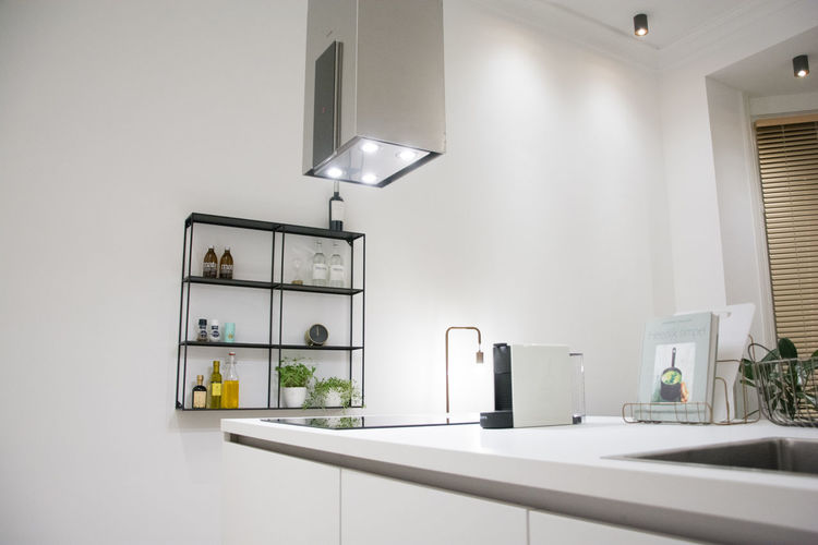 Domestic Room Indoors  Home Home Interior Domestic Kitchen Lighting Equipment Kitchen No People Home Showcase Interior Absence Modern Household Equipment Furniture White Color Sink Architecture Domestic Life Kitchen Counter Wealth Lifestyles Luxury Electric Lamp Ceiling