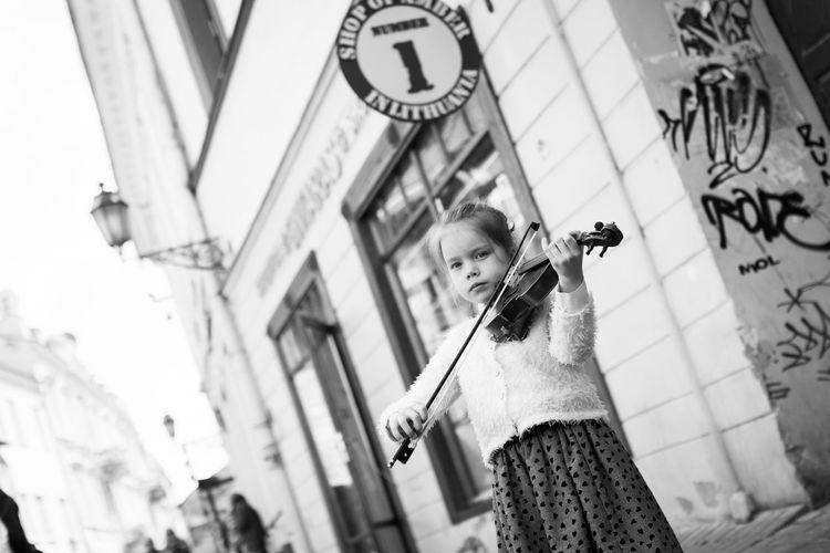 The Street Photographer - 2016 EyeEm Awards The Portraitist - 2016 EyeEm Awards Vilnius Vilnius Old Town May Street Music Day Street Musicians Streetmusic Street Photography Streetphoto_bw Streetphotography Vilnius City People And Places