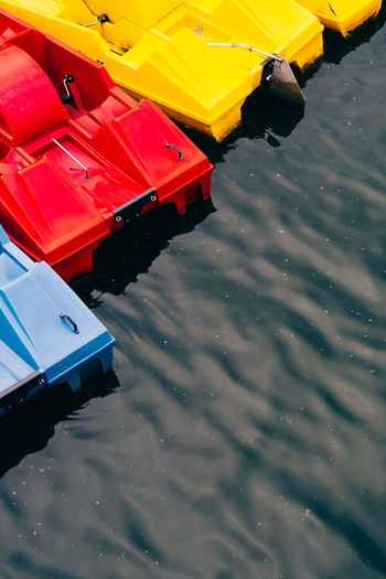 Tourist paddle boats Archipelago Paddle Boats Tourist Tourist Attraction  Touristic Day Ecotourism High Angle View Lake Leisure Activity Mode Of Transportation Nature No People Outdoors Red Reflection River Sports Tourism Transportation Water Waterfront Yellow