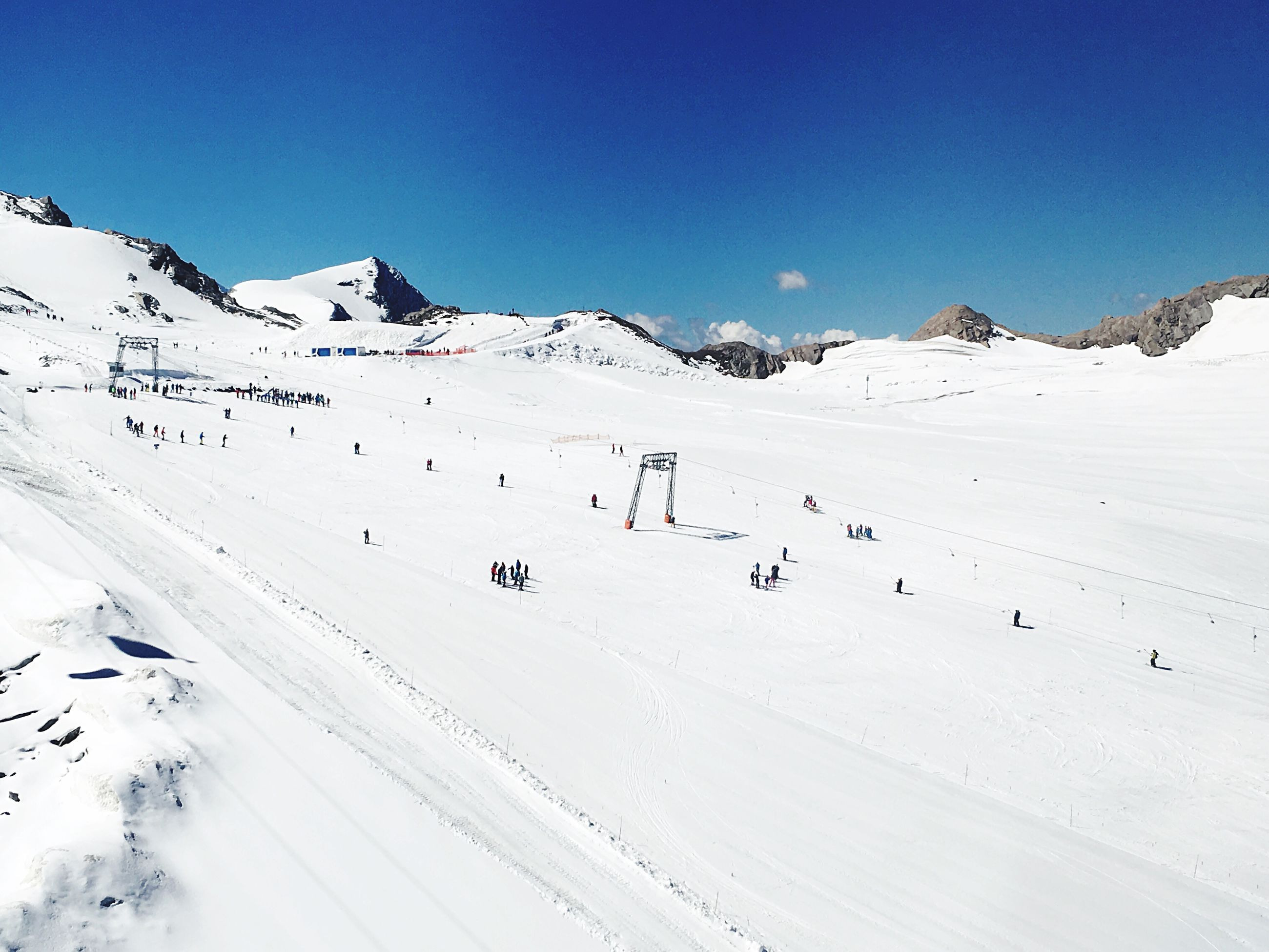 snow, winter, cold temperature, nature, mountain, white color, beauty in nature, scenics, tranquility, weather, sport, tranquil scene, adventure, day, outdoors, snowcapped mountain, landscape, clear sky, vacations, sunlight, mountain range, blue, ski holiday, extreme sports, sky, snowboarding, ski lift, no people