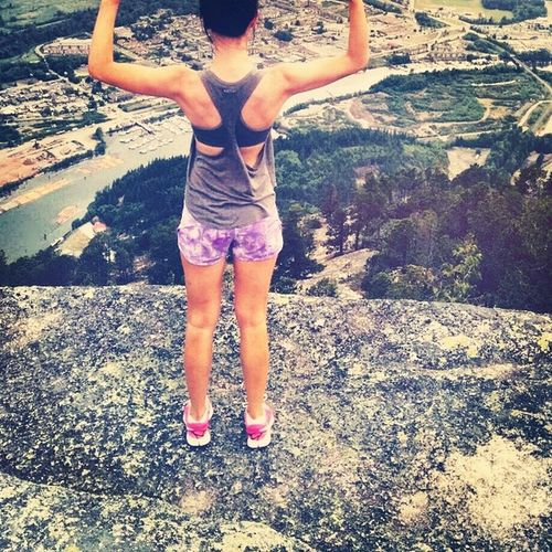 Thought I'd copy @tiffaniemariexo and show off my back muscles ;)? Chiefround3 Peakone Muscles Jokes smallupperbodyhikes workoutbestviewtonnedbodys hikingismyhappyplace??