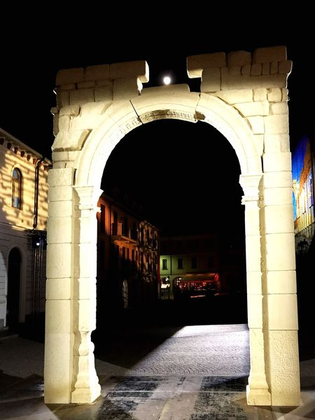 Architecture Arch Architecture Entrance Architectural Column Built Structure Night Gate Doorway History No People Building Exterior Illuminated Outdoors Sky Palmira  Palmiracity Arona's Lake Arona Lago Maggiore Italy❤️ Statue