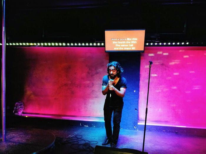 Hallelujah 5 Ways Of Seeing Music Hallelujah Portrait Musician Nightclub Performance Stage Light