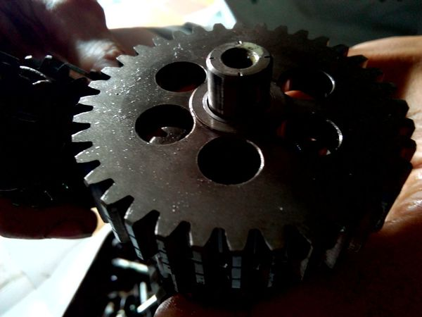 Gearbox Close-up Engine Parts Metal Metal Industry Light And Shadow Surface Level From My Point Of View Always Be Cozy Indoors  Single Object Still Life Sport Parts Transmission Mecanical Transmission System Machine Shop Machinery Close Up Machine Part Machines And Vehicles