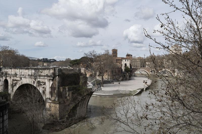 LUNGOTEVERE IN PIENA- ROMA- ITALIA Architecture Water River Day City Cloud - Sky Tree Fiume Tevere Inverno Roma Isola Tiberina Piena Del Tevere Italy