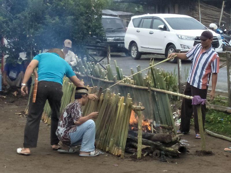 Car Men Teamwork Togetherness Outdoors Traditional Food